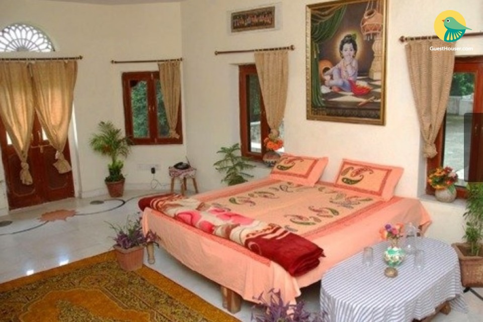 Well-furnished 6-BR heritage stay with a traditional charm