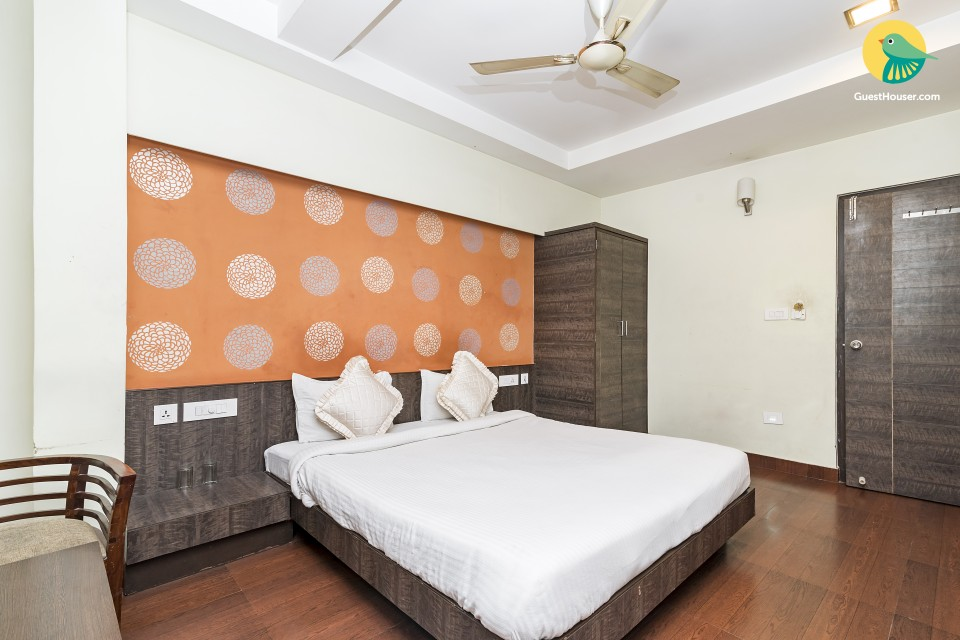 Well-appointed stay for three, 1.7 km from Copper Chimney