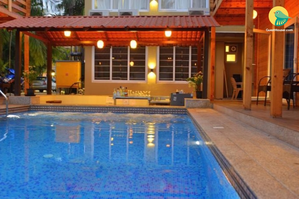 Luxurious duplex cottage with a pool, close to popular beaches