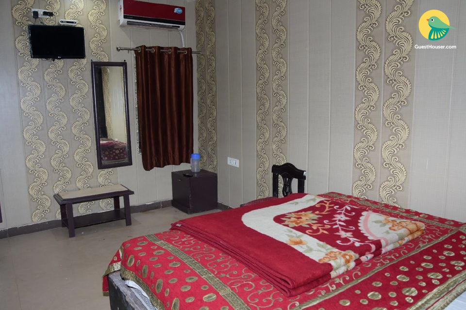 Restful room in a guest house, ideal for backpackers