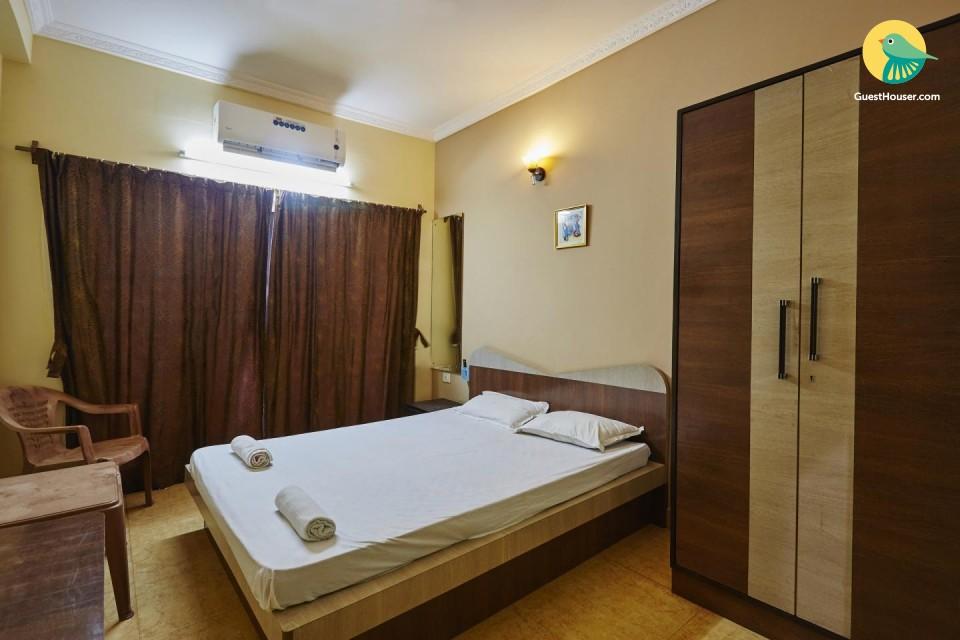 Well-furnished room, near Sernabatim Beach