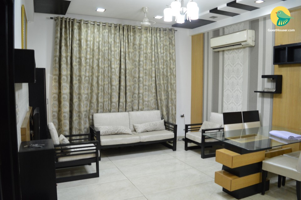 Tastefully furnished entire apartment next to metro