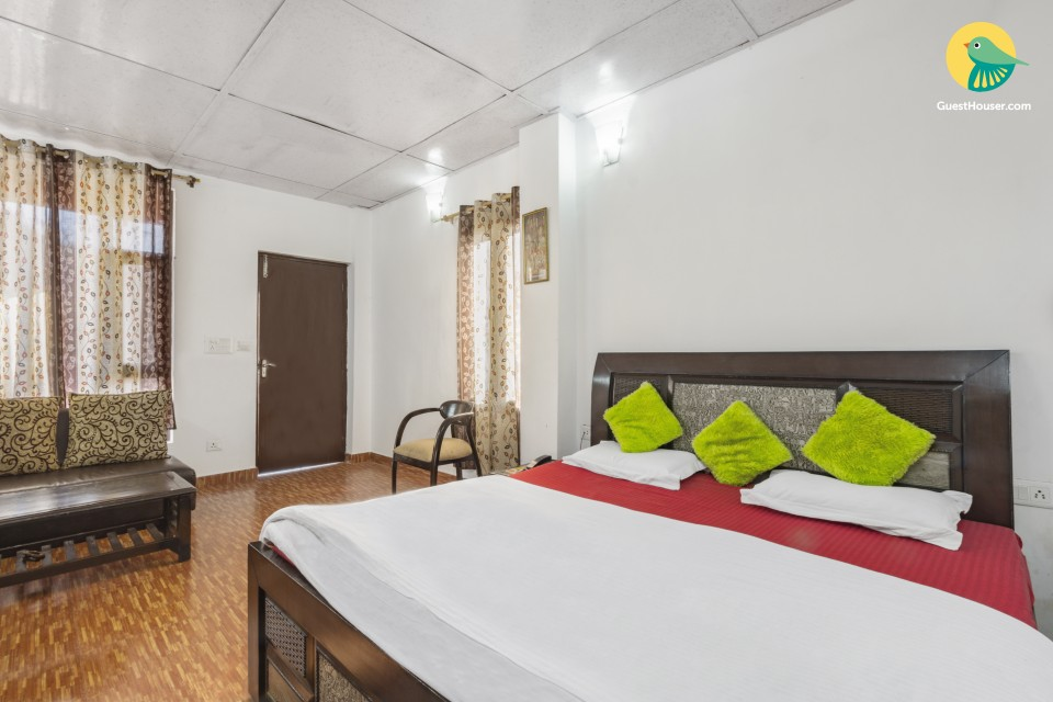 Cheerful stay for three, 1.5 km from Bhatta Falls