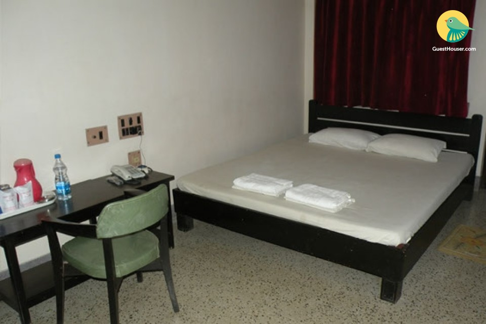 Restful room for 3, ideal for backpackers