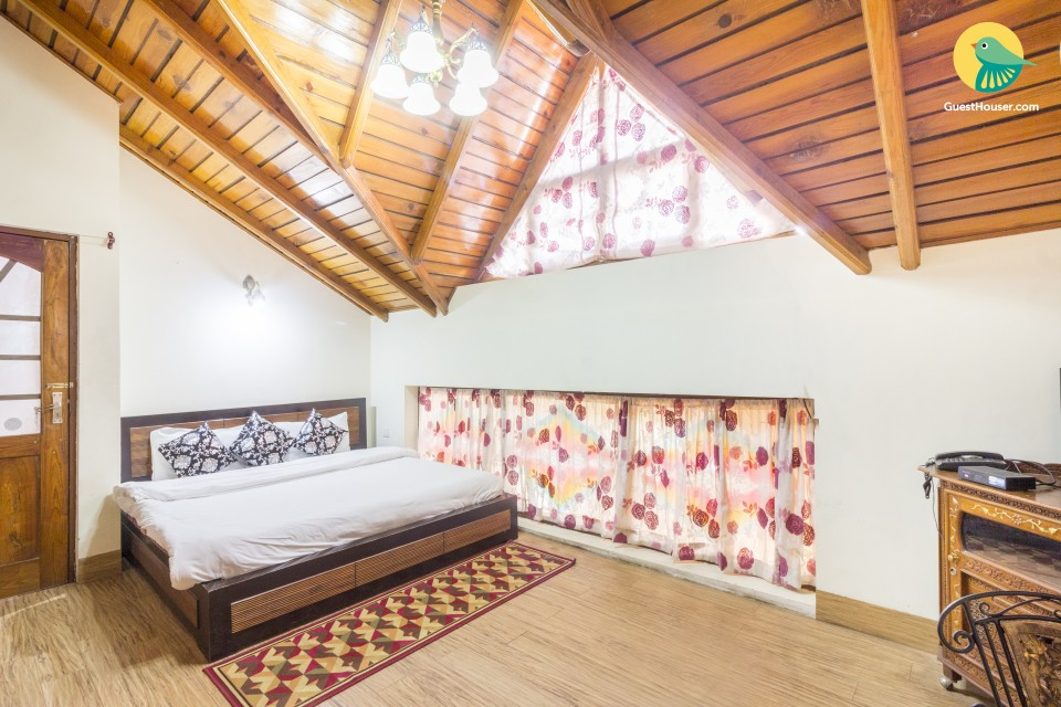 Cosy stay for two, 1.5 km away from Nainital Lake
