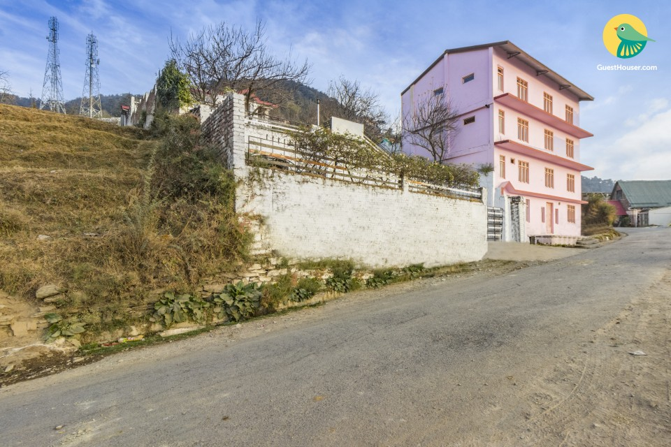 Well-appointed stay, close to Chail Palace