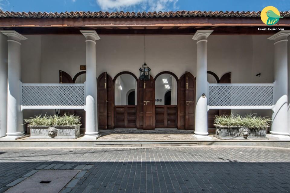 stay in elegant room of villa