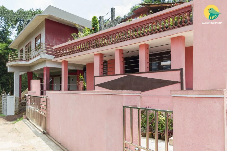 Comfy 3-bedroom homestay, near Madikeri Fort