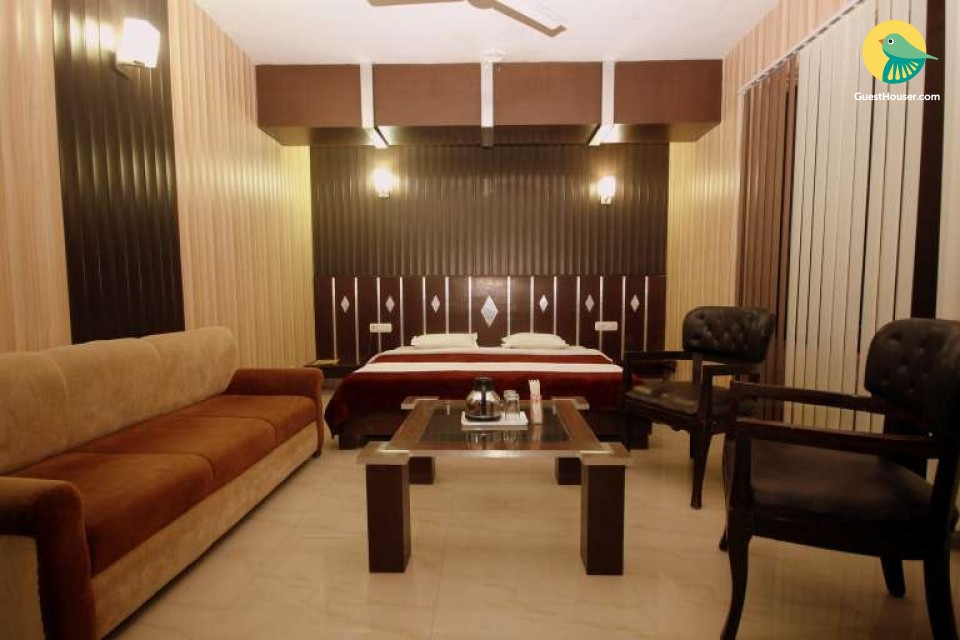 Well-furnished room for 2, ideal for couples