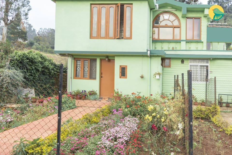 Cheerful stay for backpackers, close to Ooty Lake