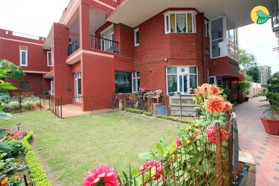 10-bedroom accommodation near railway station