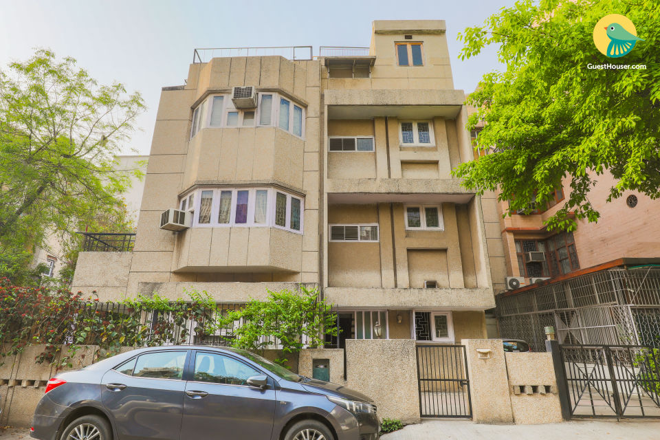 Centrally located 3 BHK for 9, ideal for families