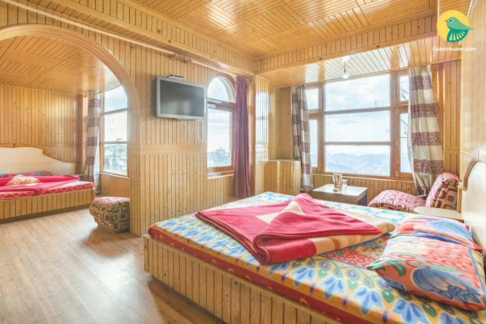 Elegant room for four, 400m from The Ridge
