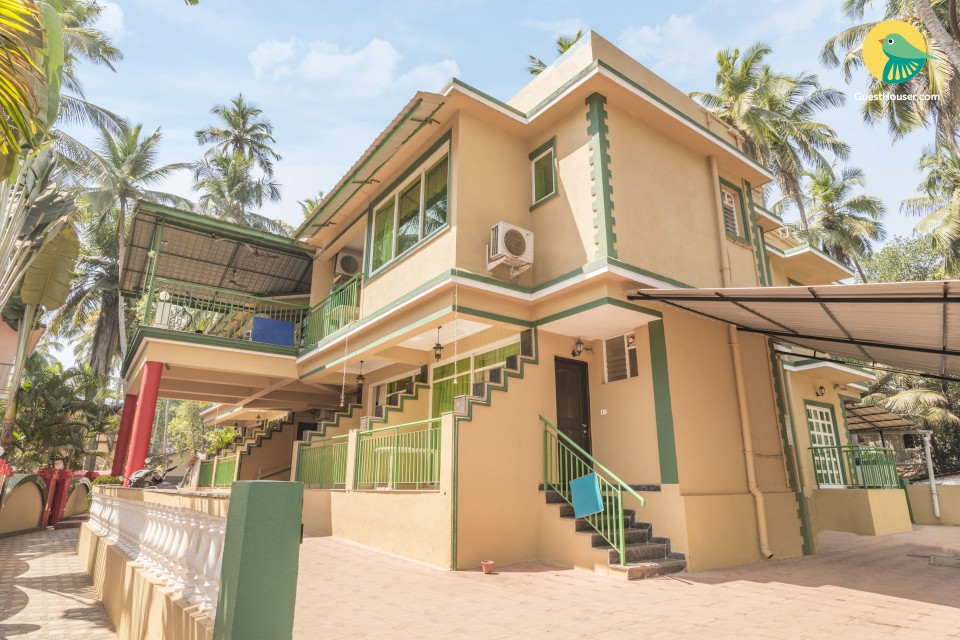 A pet-friendly stay for friends, 1.6 km from Calangute Beach