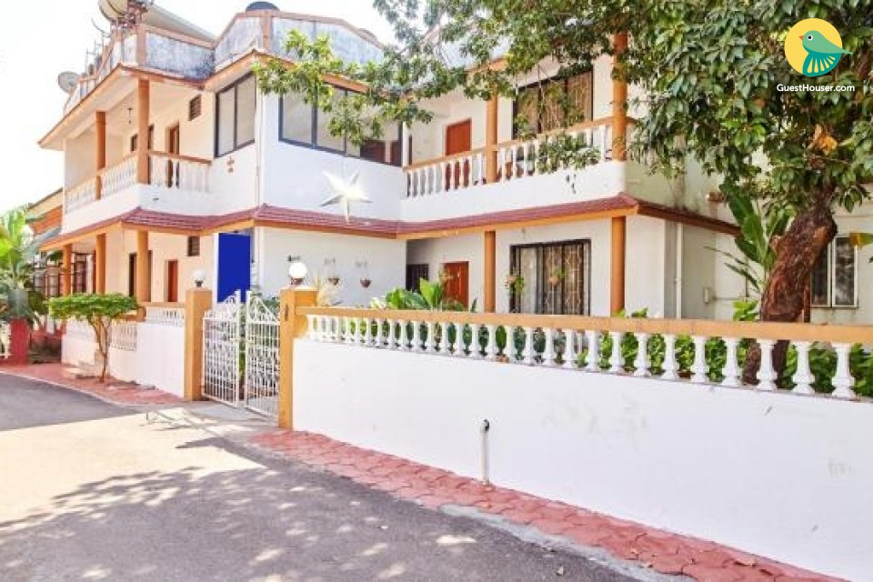 Studio apartment for backpackers, 2.1 km from Candolim Beach