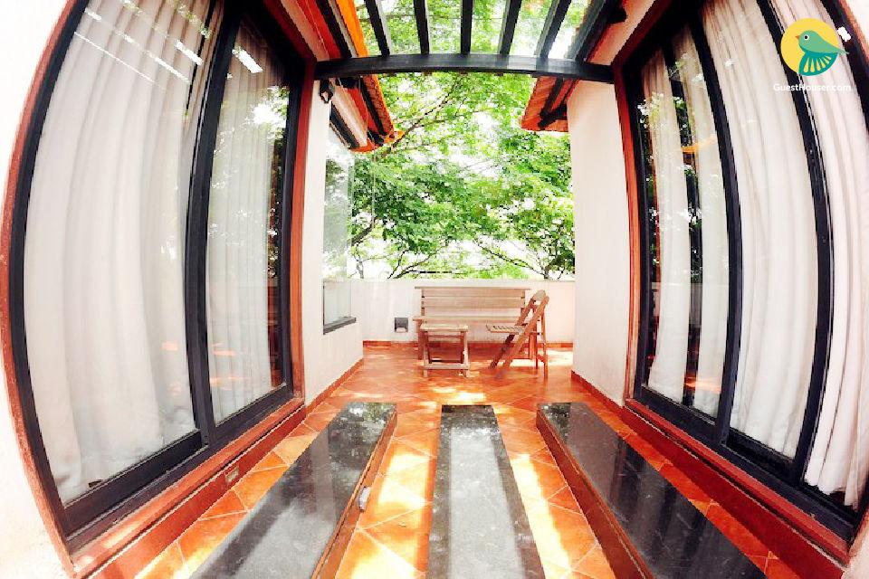 Lavish 1-BR apartment for three, 4.5 km from Ulsoor Lake