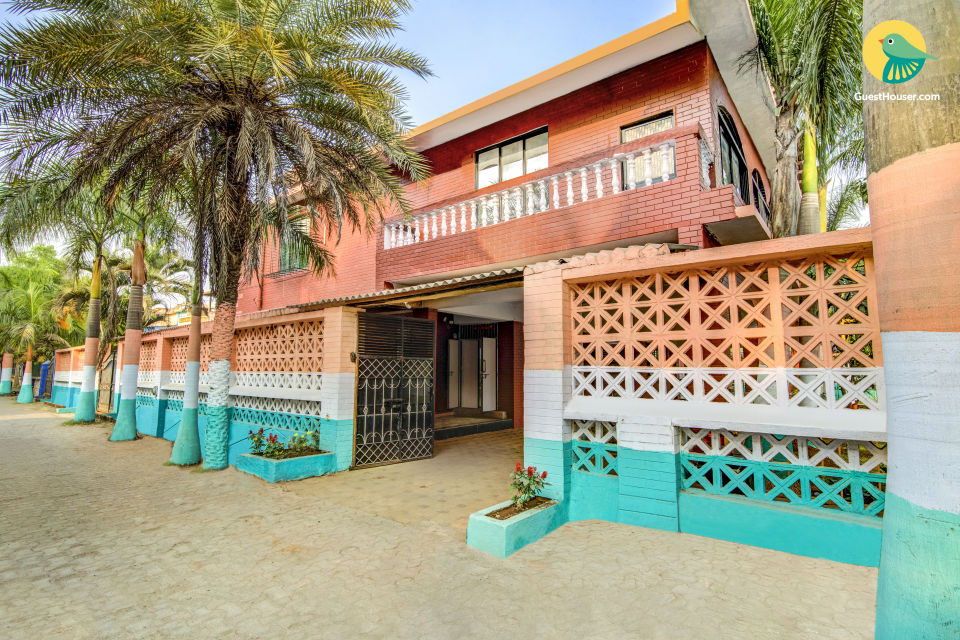 Well-furnished 3 BHK with a pool, ideal for a large group
