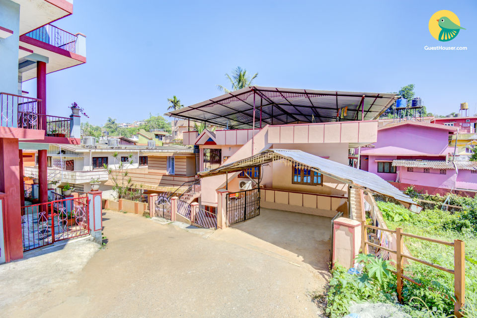 Homely abode for a family, near Madikeri Fort