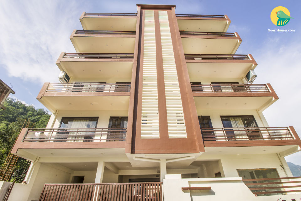 Well-furnished apartment for a family, near Laxman Jhoola