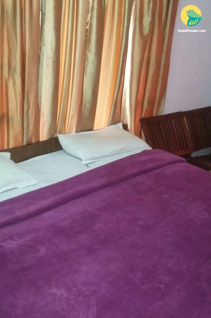 Well-appointed room in a comfy abode, ideal for a weekend getaway