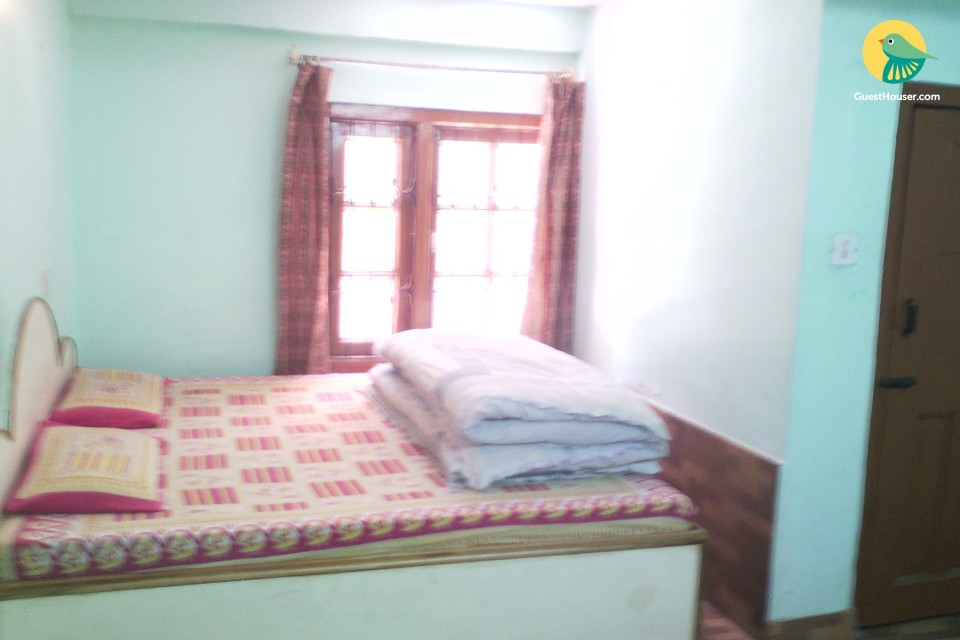 Modest 3 BHK for a large group, ideal those on a student budget