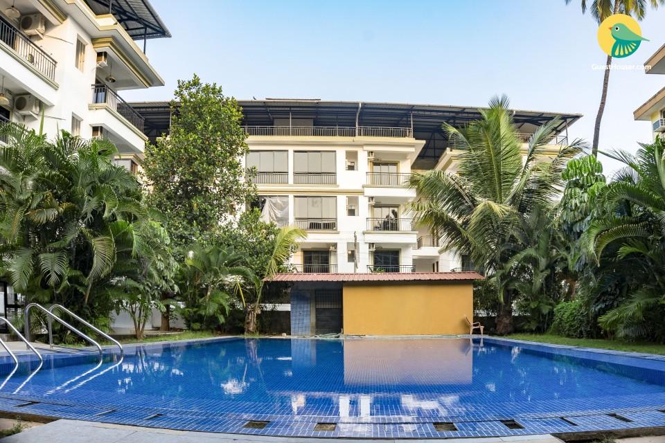 Elegant 2 BHK with a pool, 800 m from Club Cubana