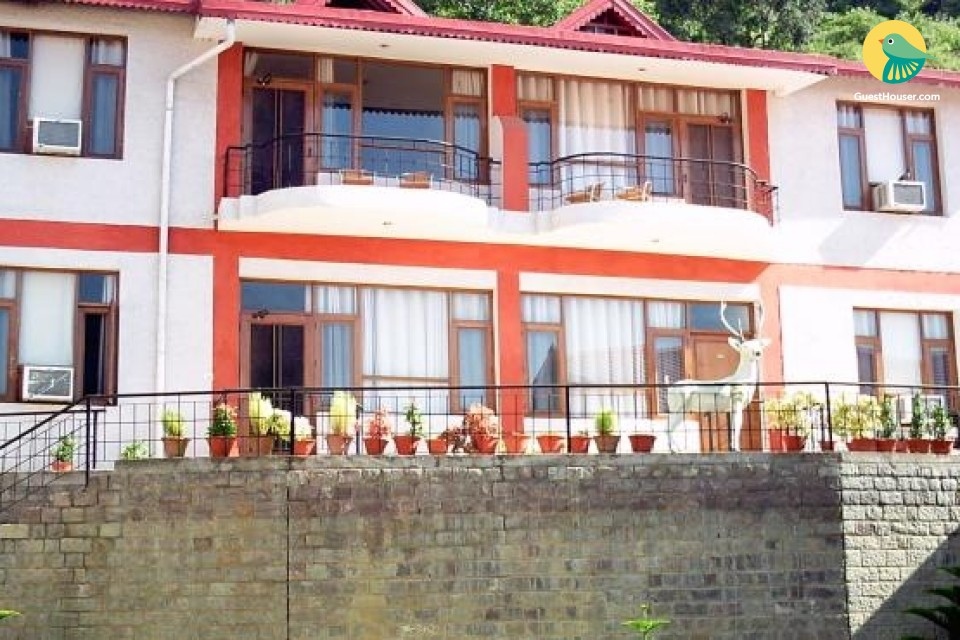 Modish abode with an indoor pool, ideal for backpackers