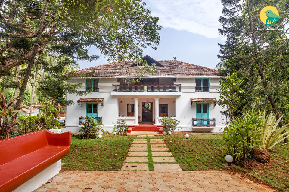 Opulent 8-BR cottage for a large group, located on Divar island
