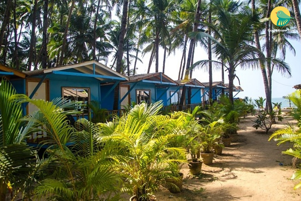 Regal stay for two in a beach-facing cottage on Palolem beach