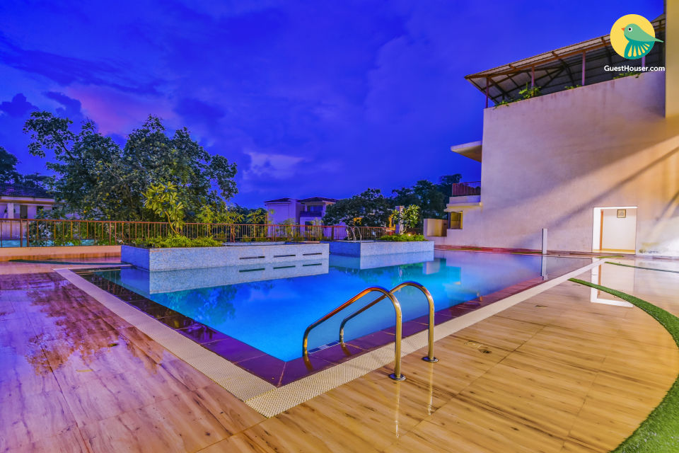 Luxurious 3-bedroom duplex apartment with a pool