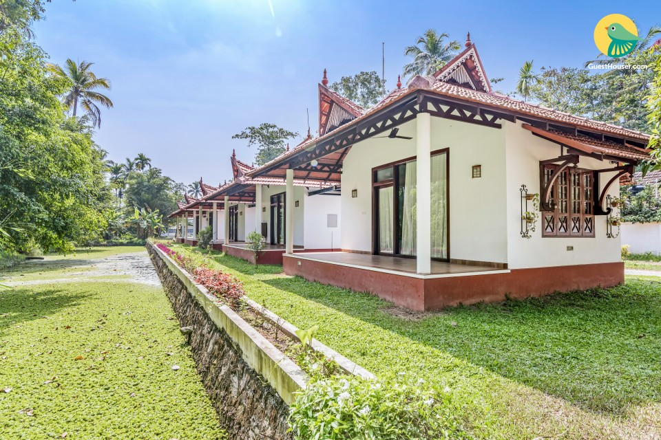 Cottage room for a tranquil holiday, 1.9 km from Punnamada Lake