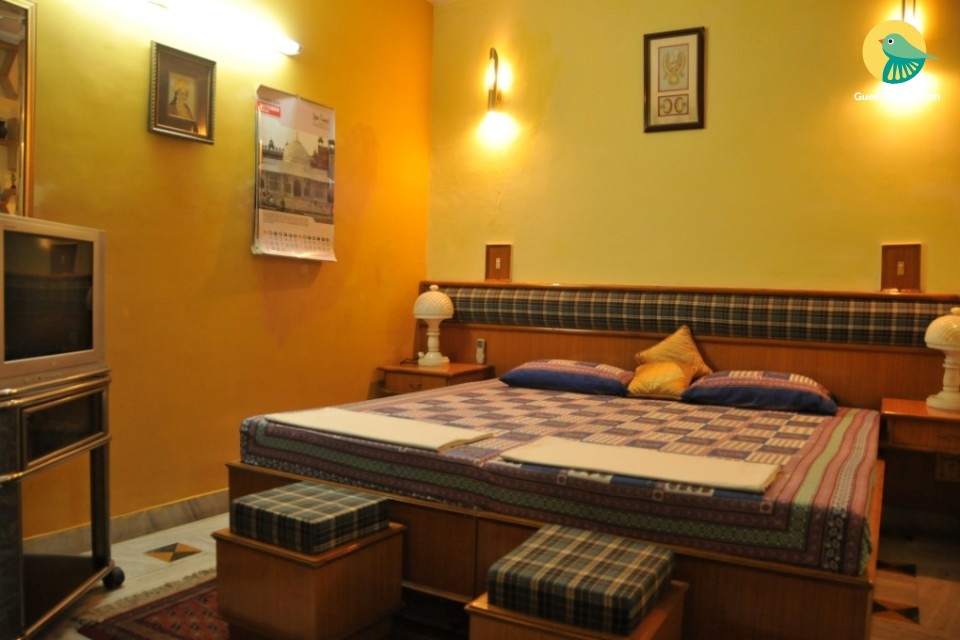 Well-appointed homestay for 3, near Taj Mahal