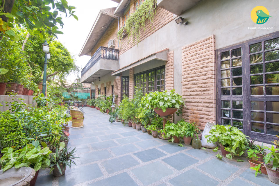 Well-appointed stay for three, near City Palace