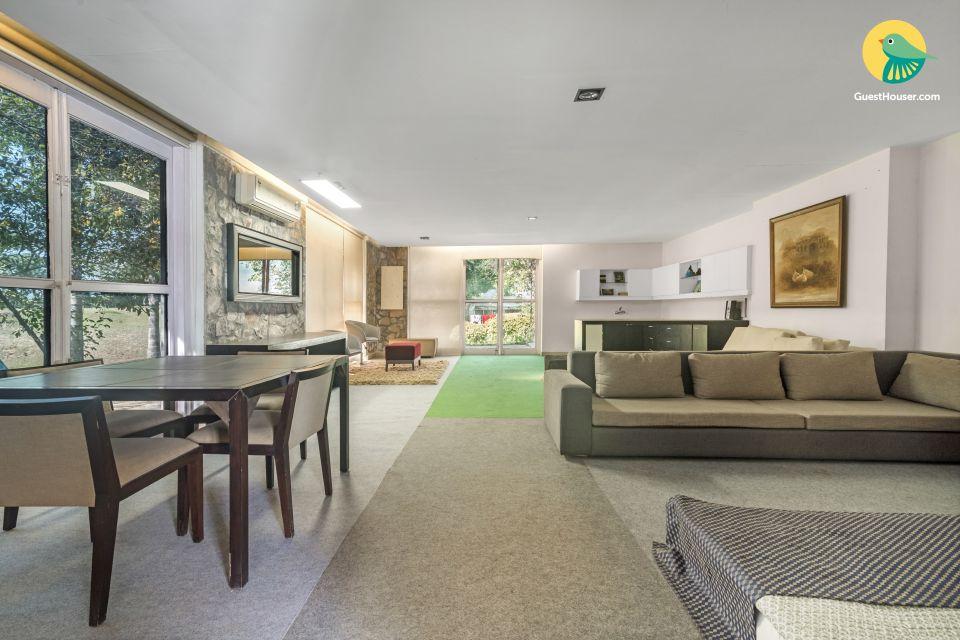 Contemporary room for 4, in a farmhouse