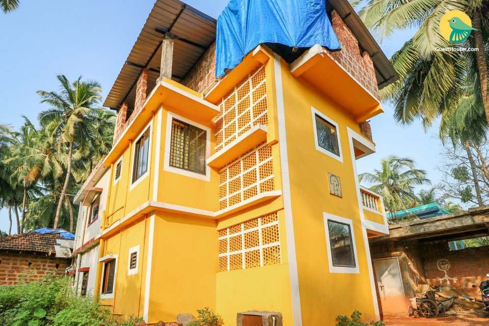 Vibrant 2-BR apartment for four, close to popular beaches