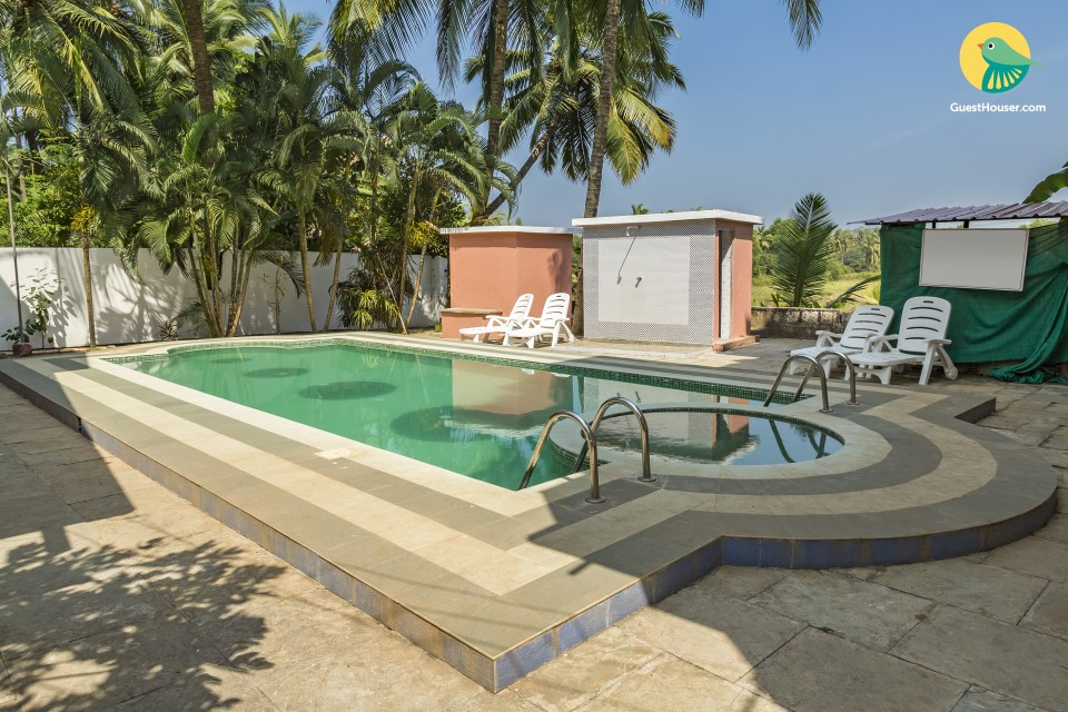Single room boutique stay with a shared pool, 1.3 km from Varca beach